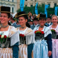 websize munich_traditional_costume_at_the_oktoberfest_deutsche_zentrale_fur_tourismus_e_v_kiedrowski_rainer